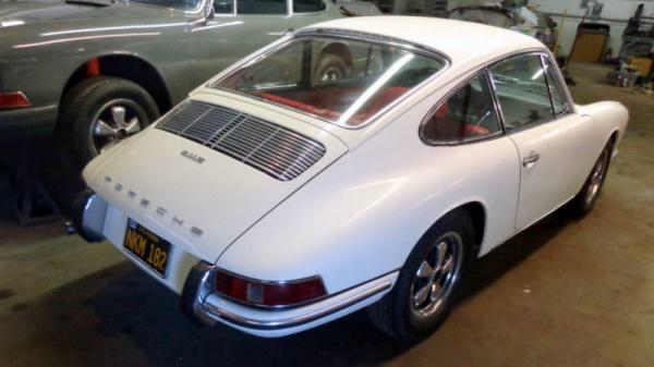early-s-car-1966-porsche-911s-rear-corner
