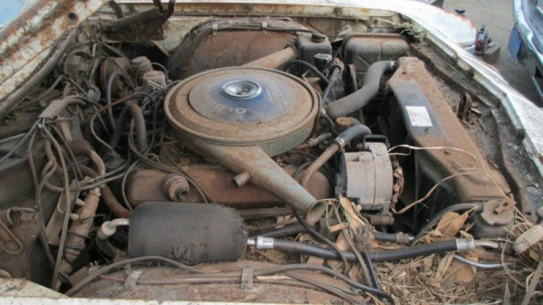 rust-covered-1966-oldsmobile-toronado-motor