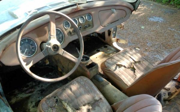 1961-Daimler-SP250-interior
