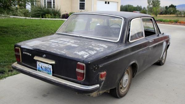 1968-volvo-142s-rear-corner-barn-find