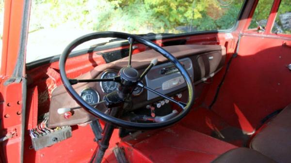 little-giant-1959-goliath-truck-interior