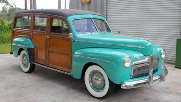 rare-year-1942-ford-woodie-wagon