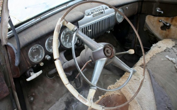 rusty-luxury-1947-cadillac-series-62-interior