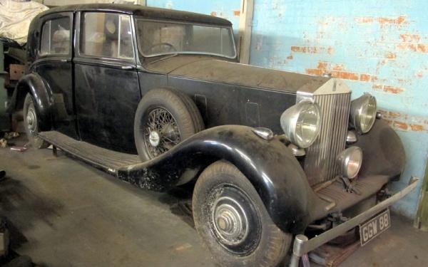 13 Rolls Royces Found In Small Town Garage