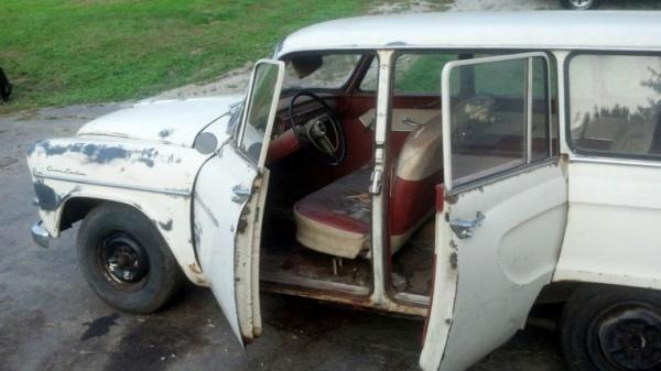 1960-toyopet-crown-wagon-interior