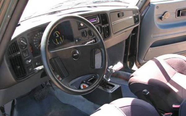 mid-engined-saab-interior