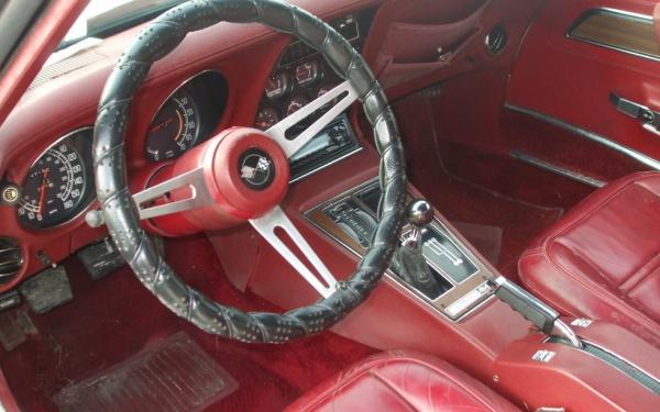 1975-corvette-interior