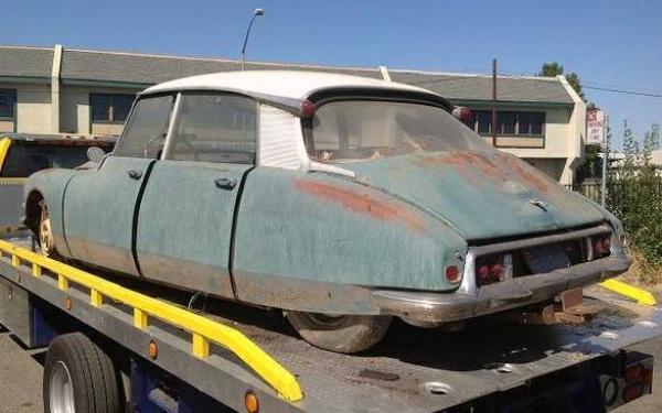 ds19-parts-car