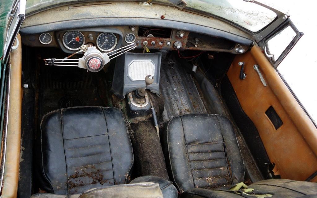 1967 MGB interior