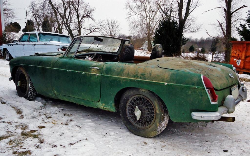1967 MGB rear corner