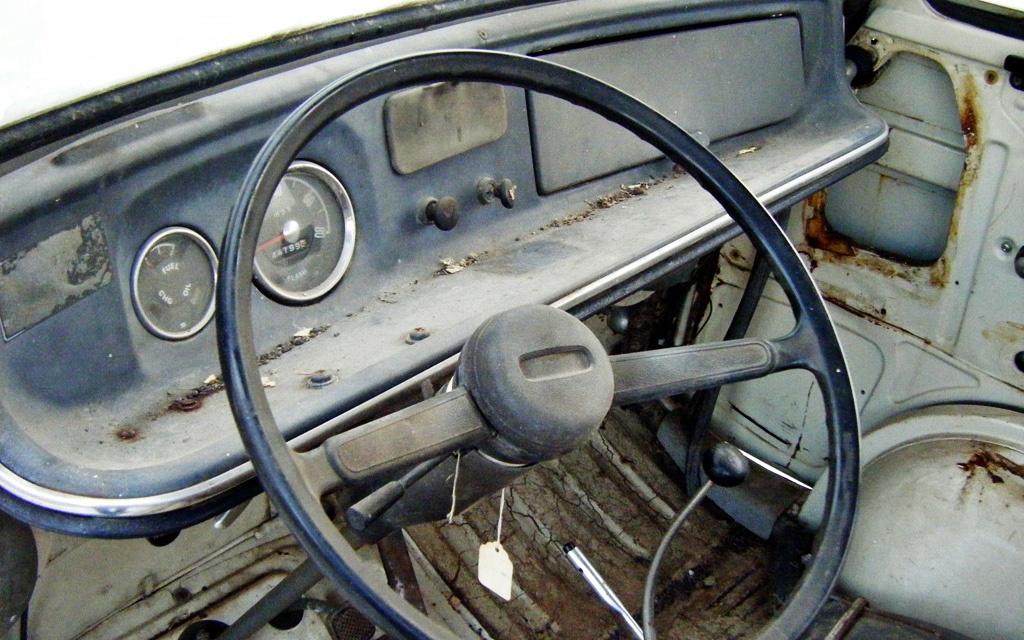 Subaru Sambar interior