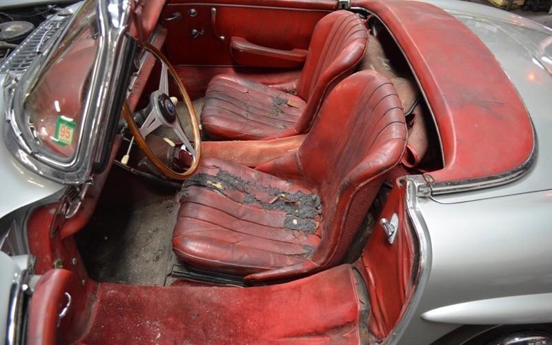1961-mercedes-300sl-interior