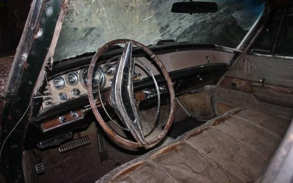 1964-chrysler-new-yorker-interior