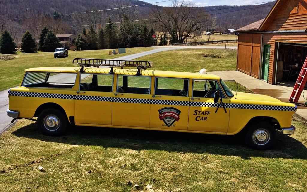 Extra Long Wagon 1967 Checker Aerobus