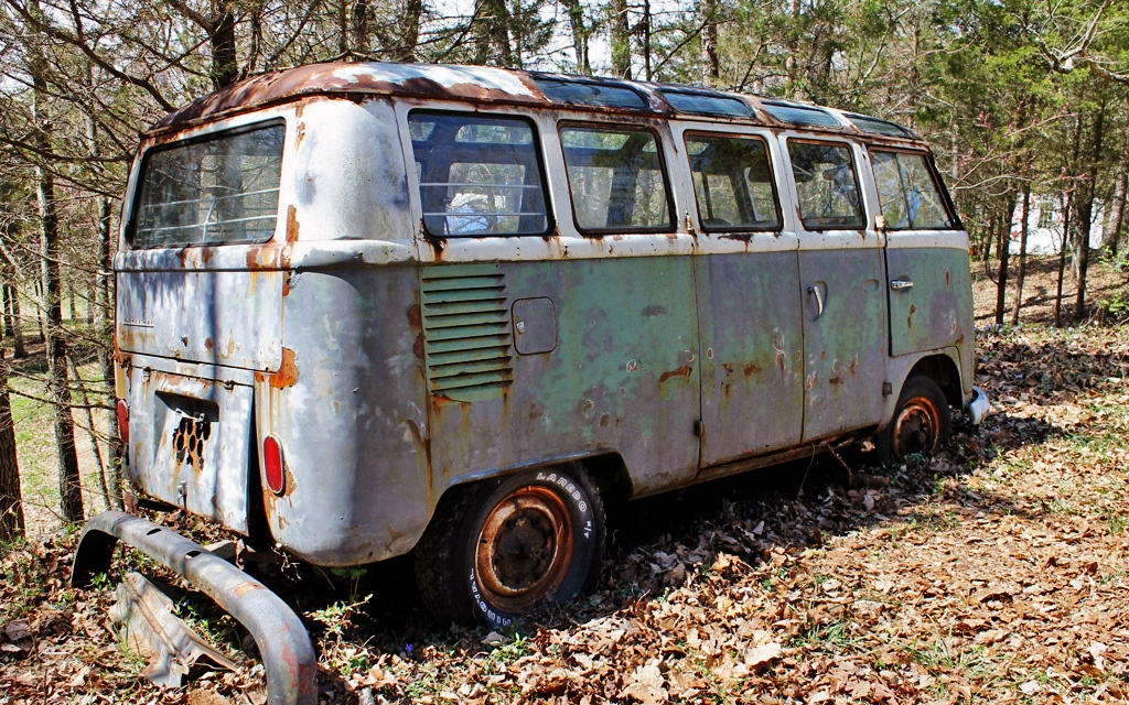Rusty Bus: 1966 VW Samba 21 Window
