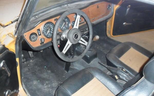 1976-triumph-tr6-interior
