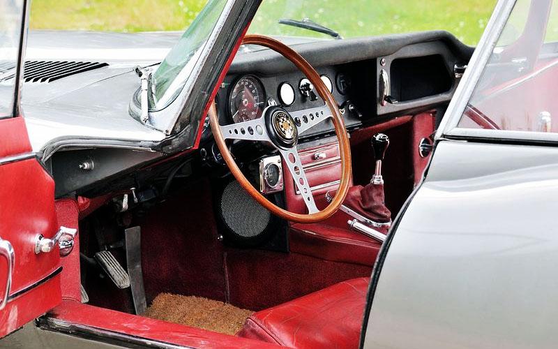 Jaguar FHC interior