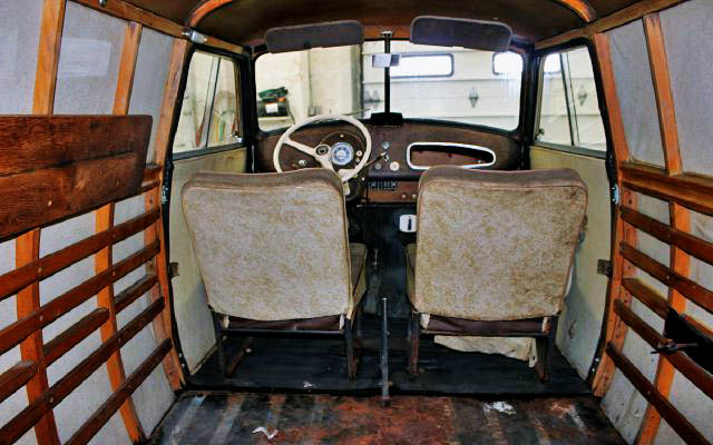 Lloyd LT 600 interior