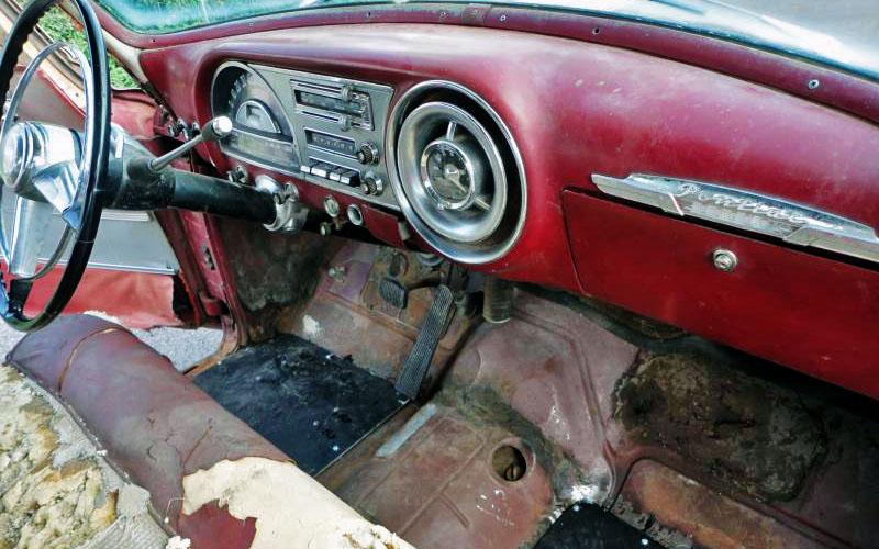 Pontiac Chieftain Deluxe Interior