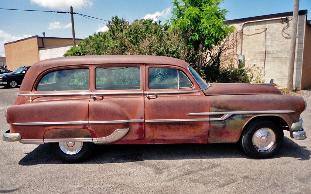 Pontiac Chieftain Deluxe