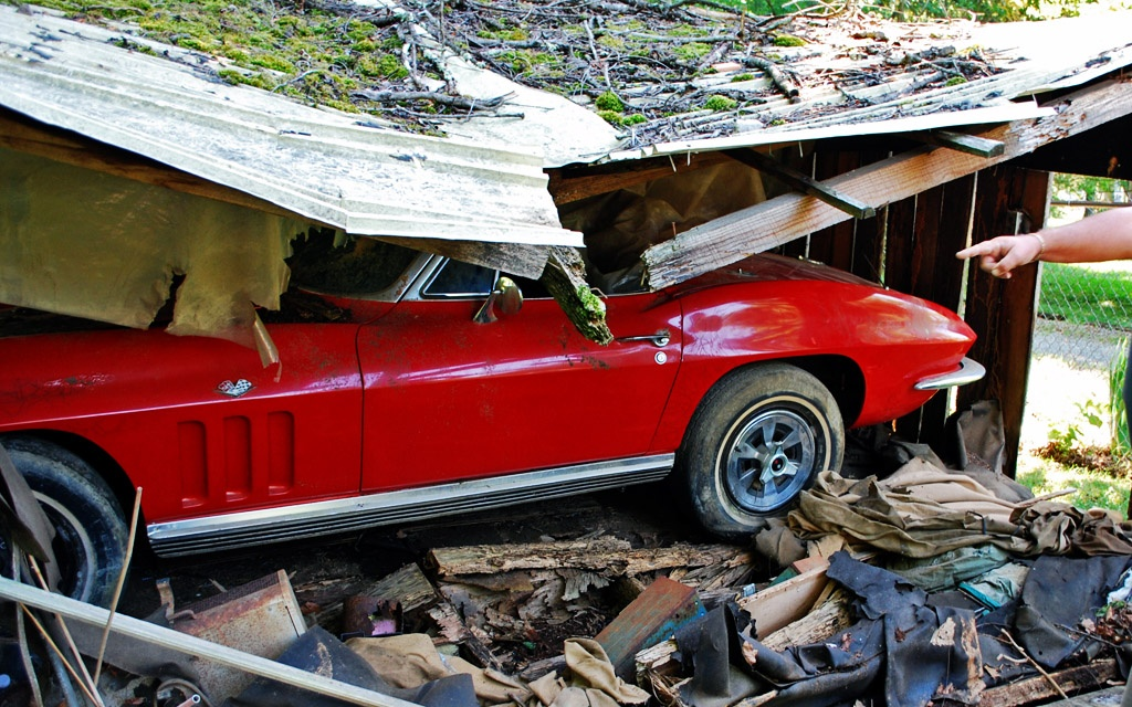 Barn Cave In: 1965 Corvette Fuelie