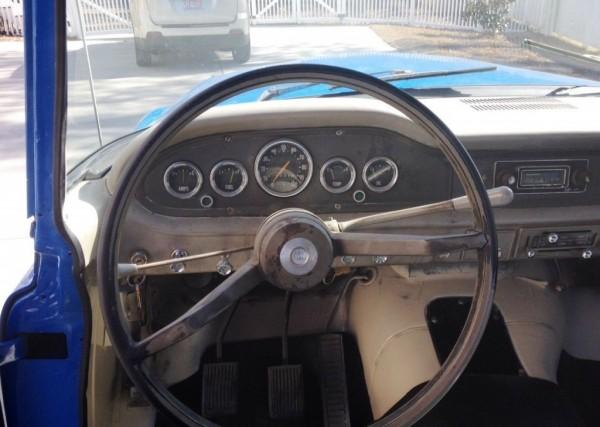 1965-International-D1100-dash