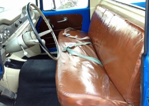 1965-International-D1100-interior
