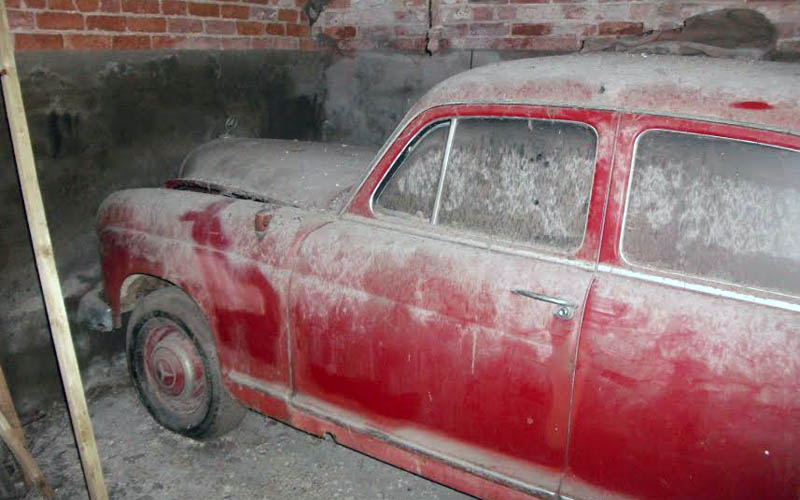 Dusty Mercedes 190B