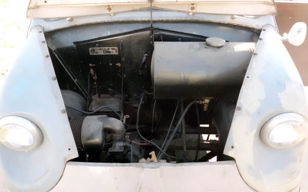 Lloyd LT600 Engine Bay