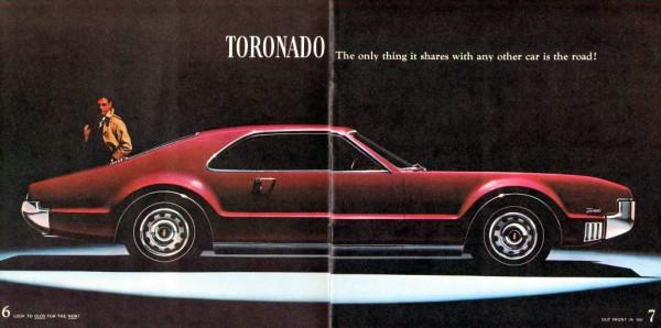 Brochure courtesy oldcarbrochures.com