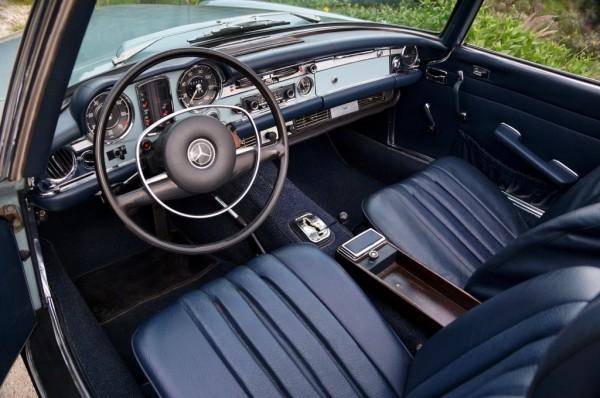 1971 Mercedes-Benz 280SL interior