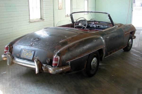 Rusty 1960 Mercedes 190SL