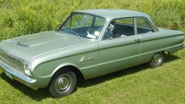 Economical Classic 1962 Ford Falcon
