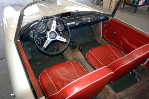 1959 Alfa Romeo 2000 Spider Interior