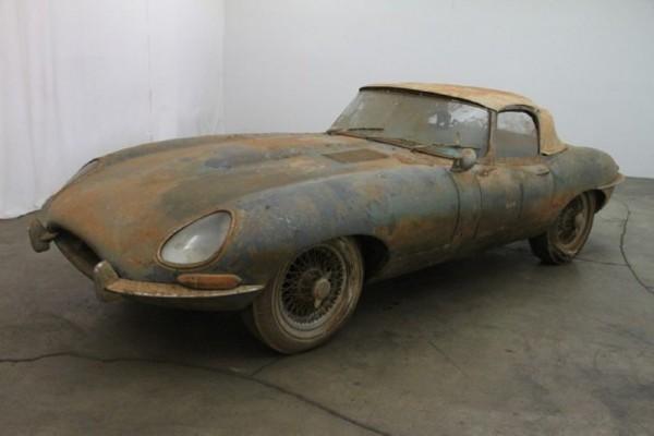1962 Jaguar XKE: Flat Floor Roadster