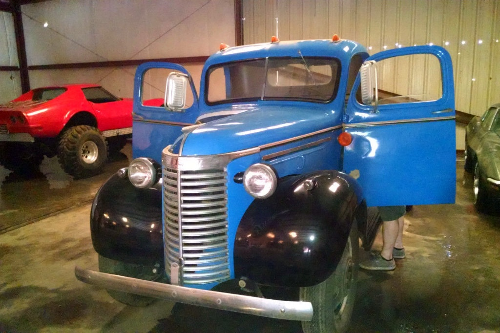 Semi Stepping Stone 1940 Chevrolet Truck