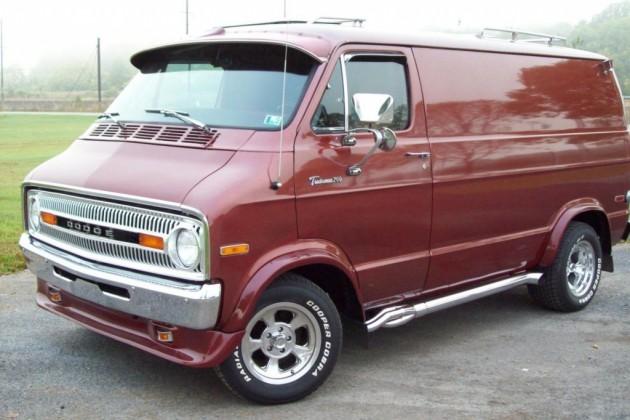 Shaggin Wagon 1971 Dodge Tradesman B200