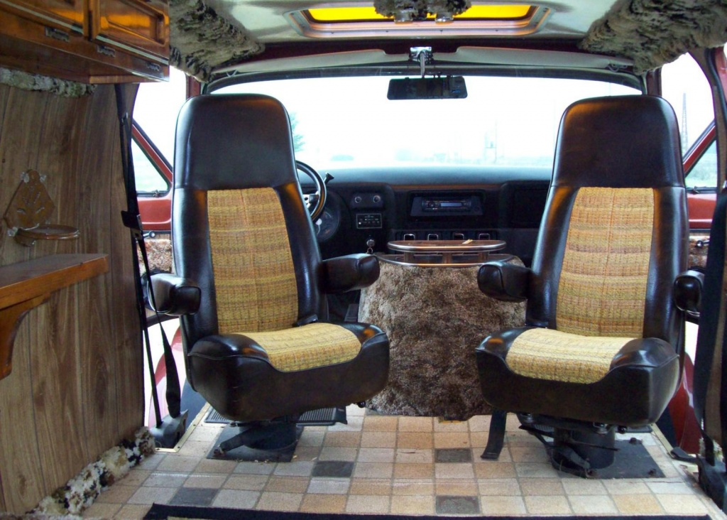 Checkout The Interior Swivel Seats Linoleum Wood Paneling And Shag Carpet It Doesnt Get Any Better Than This Well At Least In A Customized 70s Van