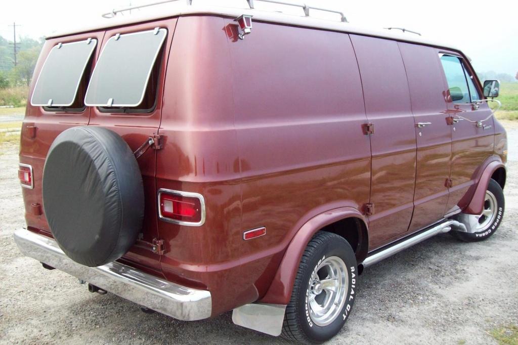 Shaggin' Wagon: 1971 Dodge Tradesman B200