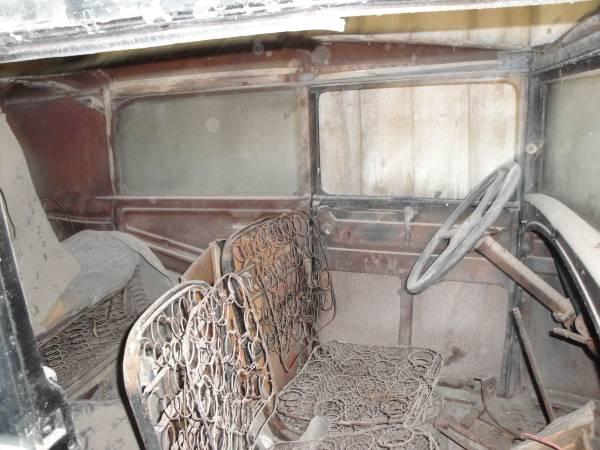'30 Ford Tudor intr.