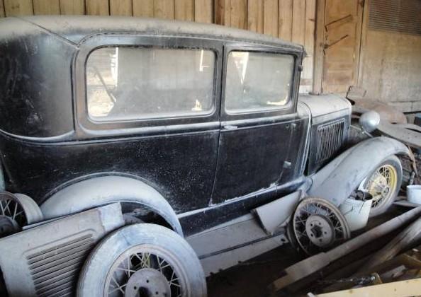 '30 Ford Tudor left side