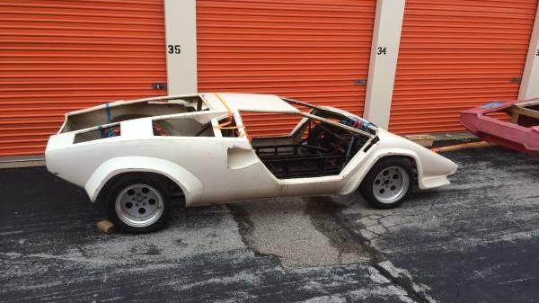 Lamborghini Countach body right side