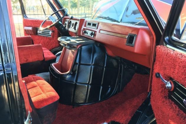 1977 Chevrolet G20 Van: Shag Survivor