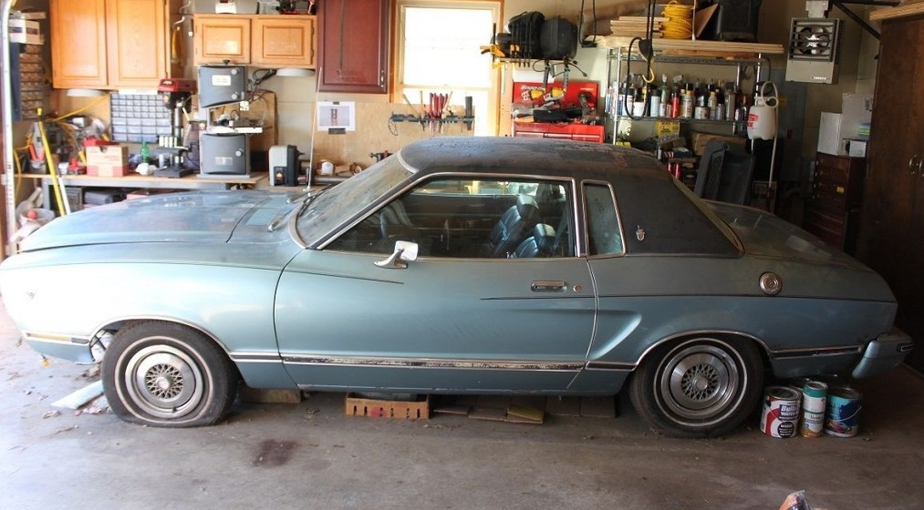 1976 ford mustang ghia garage orphan for Garage ford belley 01