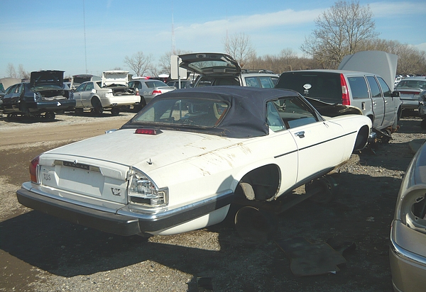 Junk yard tour madison illinois for Mercedes benz dismantlers near me
