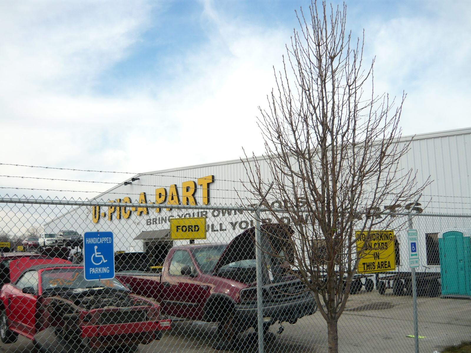 Salvage yard tour in illinois any self service salvage yard warrior such as myself can tell you what a feast or famine proposition an outing can be some days there are so many good cars solutioingenieria Gallery
