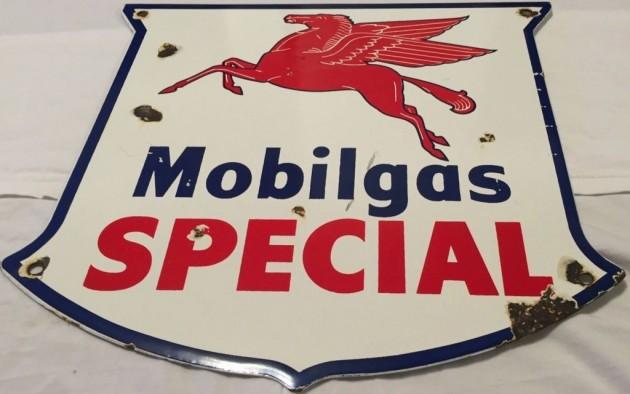 Garage Decor: Vintage Mobilgas Sign