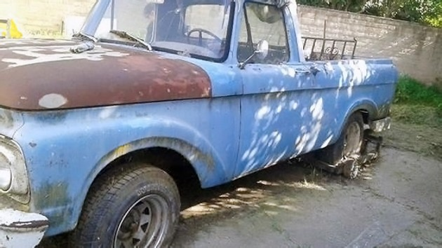 040916 Barn Finds - 1961 Ford Unibody - 2