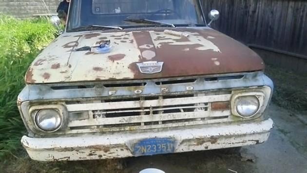 040916 Barn Finds - 1961 Ford Unibody - 5