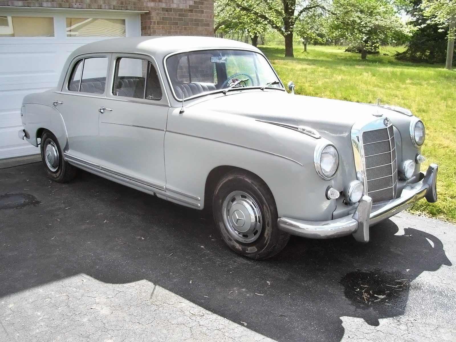 Preserved ponton 1959 mercedes benz 220s for Mercedes benz usa price list